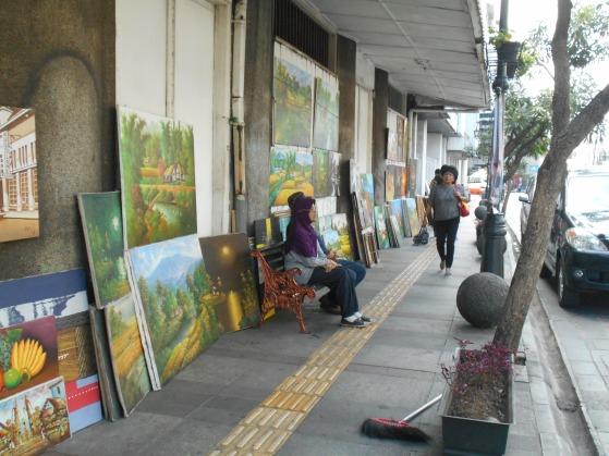 Suasana jalan Braga di Pagi hari.