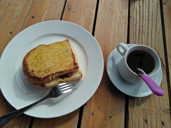 Menu sarapan pagi di Chez Bon Hostel